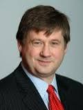 Basil McCrea vlotes against UUP in Assembly motion