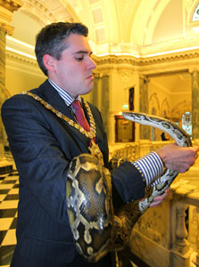 Lord Mayor Gavin Robinson welcomes in the