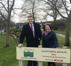 DUP MLA Paula Bradley and Councillor Phillip Brett have welcomed the extension of the Newtownabbey Town Service bus to pass through Glenvarna estate.