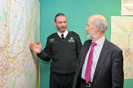 Supt Mark McEwan briefs Justice Minister David Ford