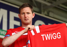 Gary Twigg's two goals against the Blues put Portadown top of the league