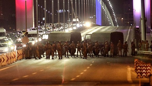 Turkish soldiers block Istanbul's Bosphorus Bridge on July 15, 2016 in Istanbul, Turkey. Istanbul's bridges across the Bosphorus, the strait separating the European and Asian sides of the city