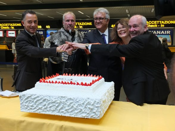 Pictured at the promotion of the new flight between Milan and Belfast in Bergamo Airport in Milan today are of Giacomo Cattaneo, Direttore Aviation SACBO, William Ralph Kells, Winterfell Tours, Emilio Bellingardi, Direttore Generale SACBO, Niamh Kinsella, Market Manager Tourism Ireland Italy and John Alborante, Sales & Marketing Manager Italy Ryanair.